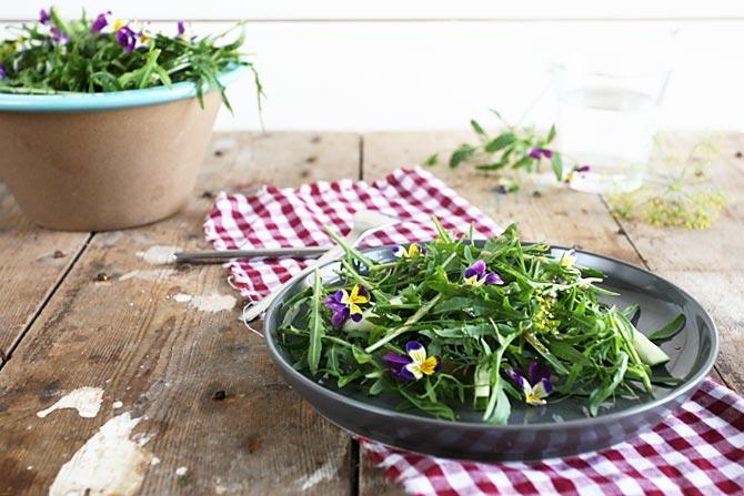 Rucola met eetbare bloemen