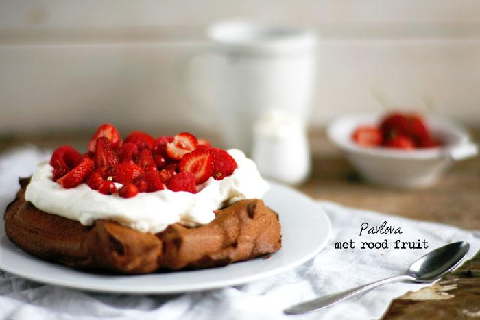 Pavlova-met-rood-fruit