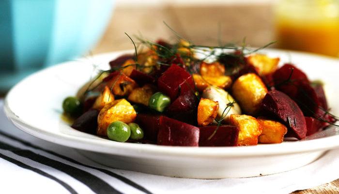 Aardappelsalade met rode biet
