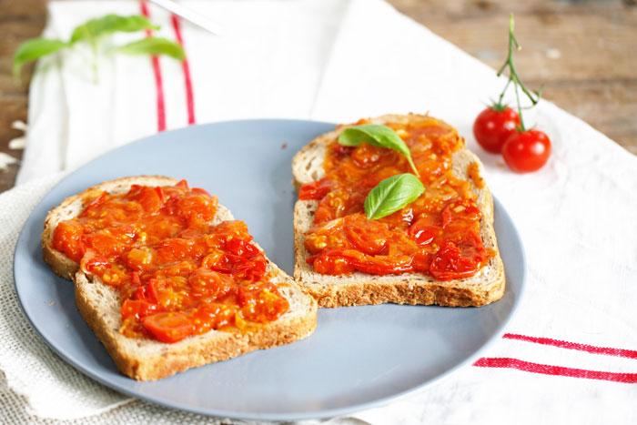 Tomatenprutje-op-brood
